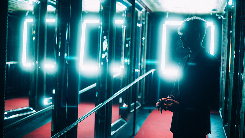 Franco Pascali in a hall of mirrors